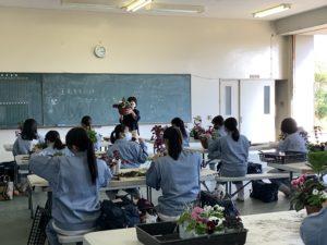 特別非常勤講師の蓬莱先生による花の寄せ植え講習を行いました